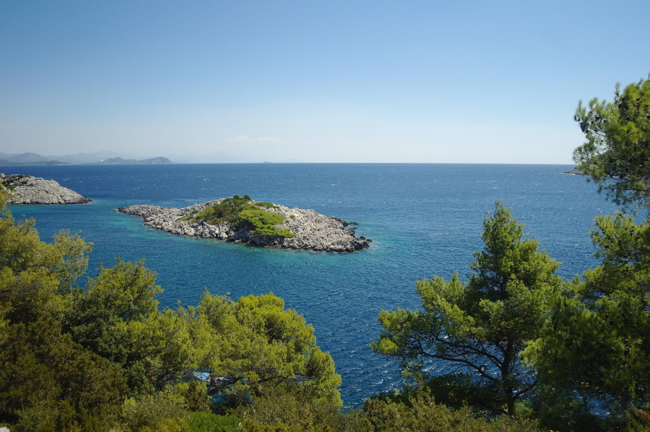 beautiful sea with amazing islands - go dubrovnik