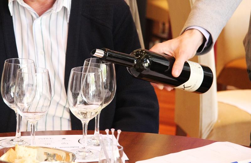 čaša vina restoran klarisa