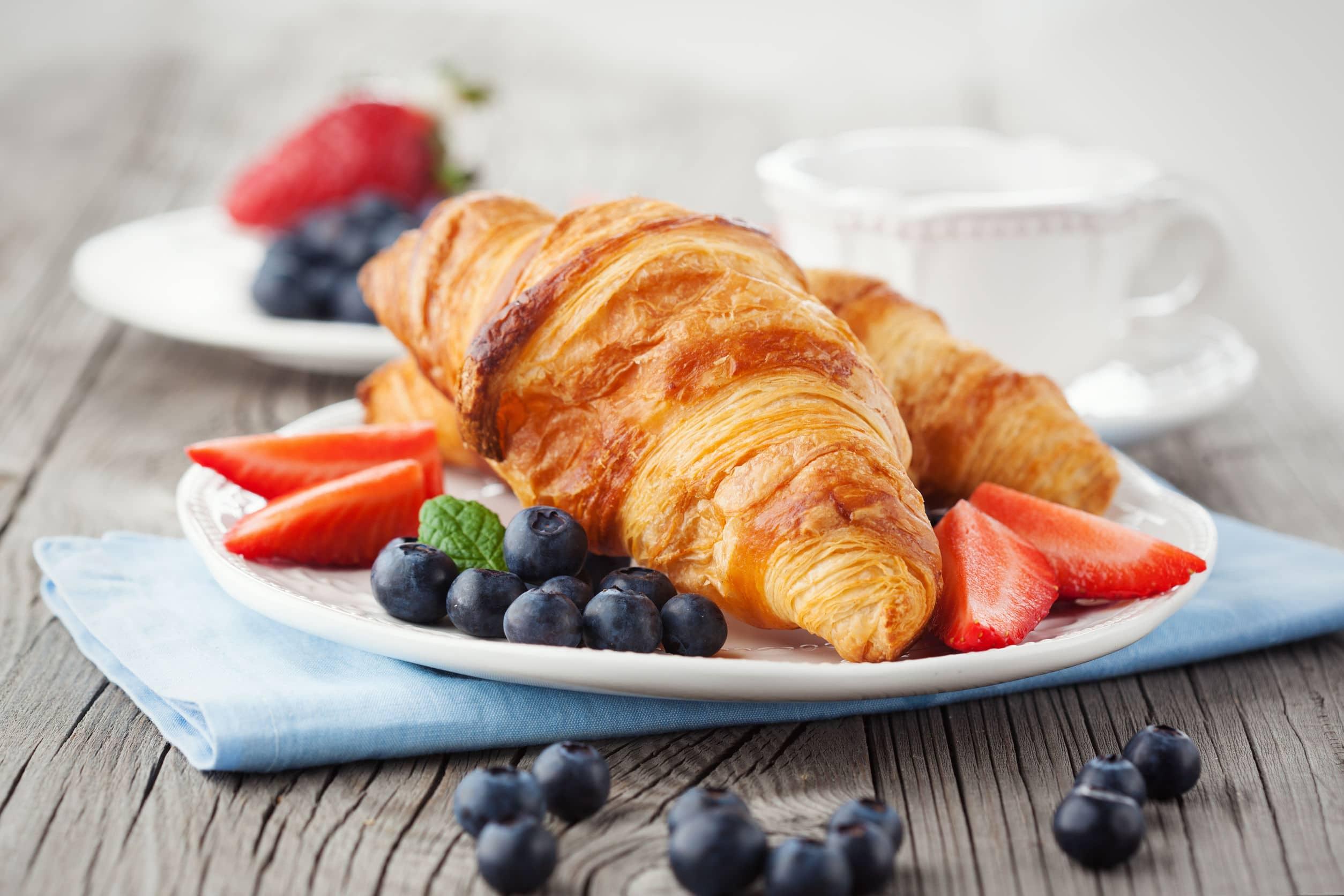breakfast Paris croissant