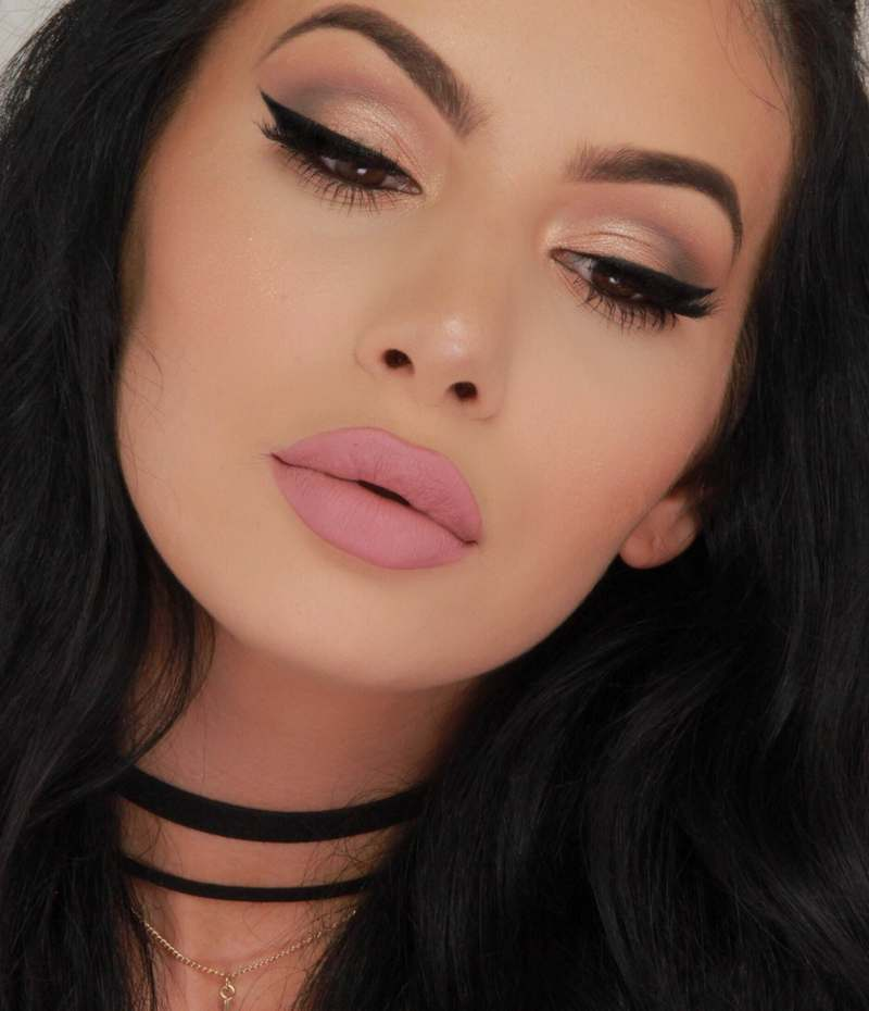 Jelena Peric Kim Kardashian lookalike make up artist