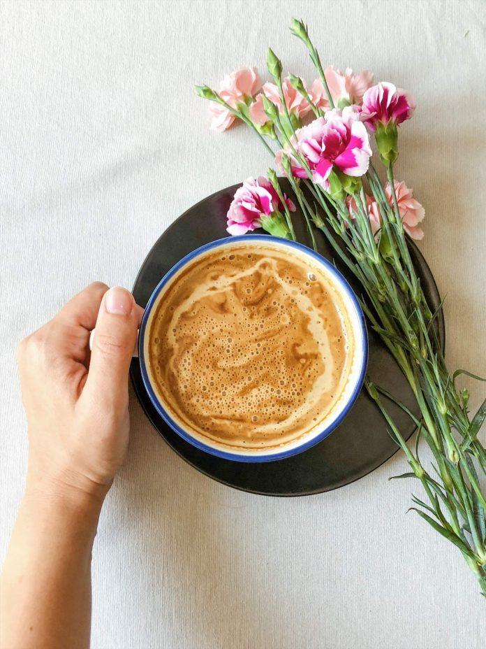 kava i cvijece