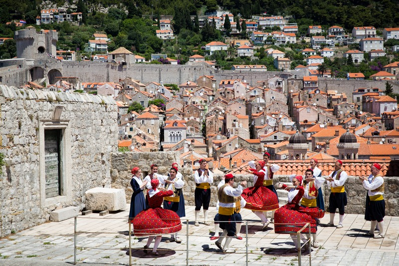 folklore ensemble traditional linđo dane Dubrovnik GoDubrovnik dress nošnja old Town