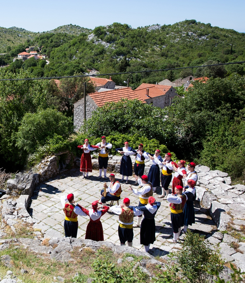 folklore ensemble traditional linđo dane Dubrovnik GoDubrovnik dress nošnja culture music