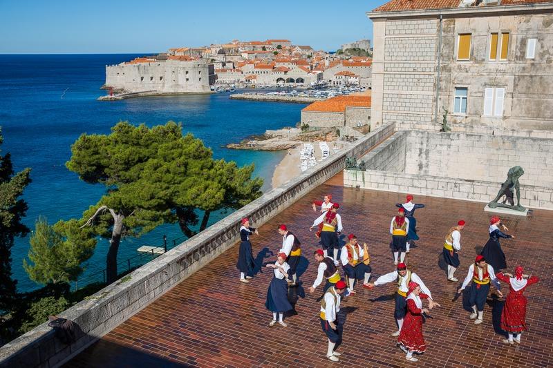 folklore ensemble traditional linđo dane Dubrovnik GoDubrovnik dress nošnja city