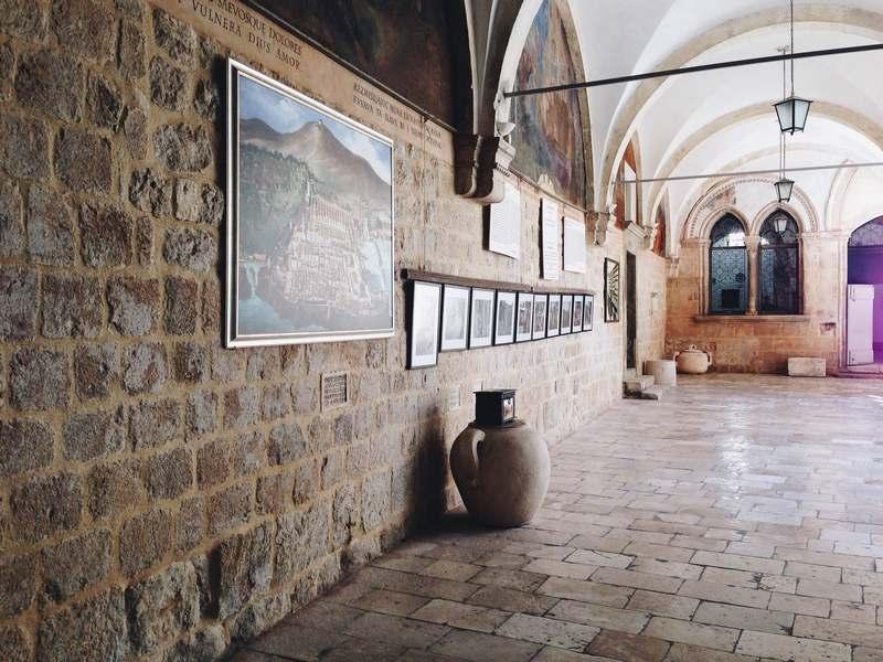 cream rose Dubrovnik Old Town pharmacy beauty Josipa Dragun blogger church Croatia
