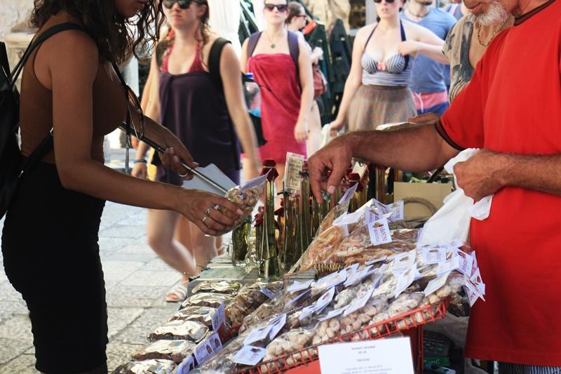 market Sights Bites food tour Dubrovnik gastro salt oil