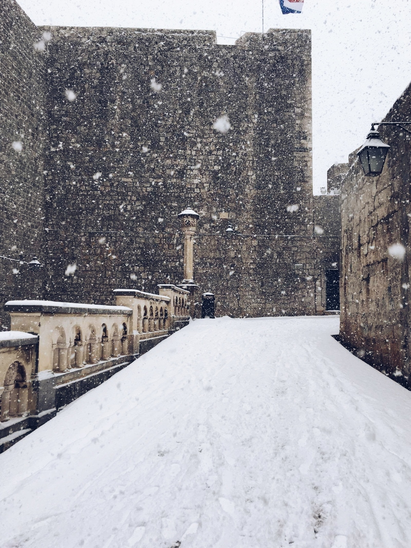 dubrovnik winter snow pile gate
