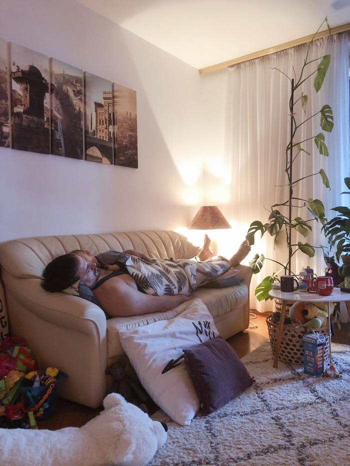 tata i dijete spavaju