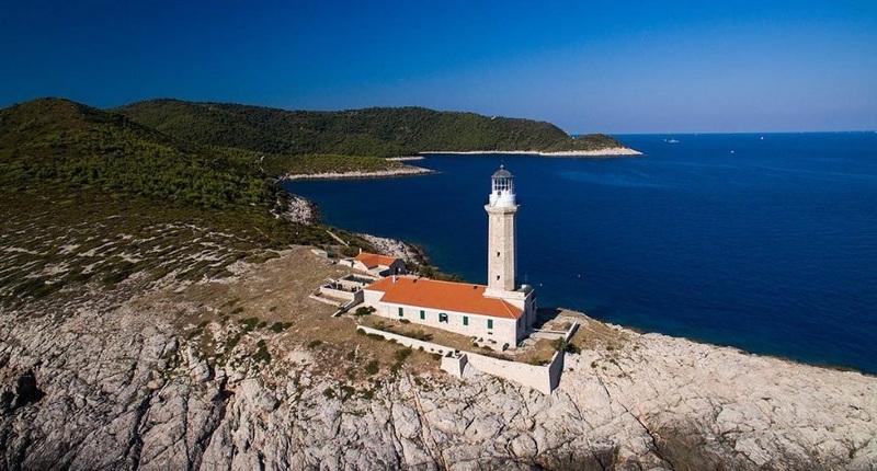 Island Vis lighthouse GoDubrovnik