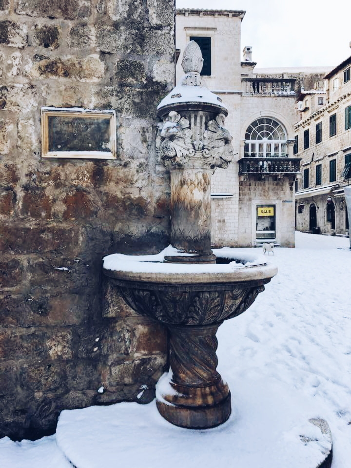 stradun gate dubrovnik winter snow